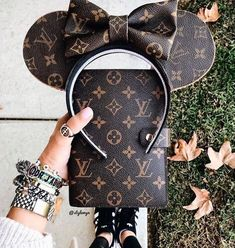 Women Fashion Style New Collection For Louis Vuitton Handbags, LV Bags to Have Disney Minnie Mouse Ears, Diy Disney Ears, Disney Hair, Disney Shirts, Chanel Handbags, Louis Vuitton Handbags, Louis Vuitton Monogram, Handbags Uk, Burberry Handbags