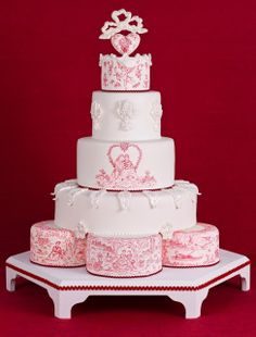 Impresionante tarta de boda pintada a mano inspirada en los motivos Toile de Jouy - Cakes Haute Couture || Toile de Jouy Valentines cake