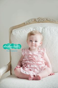 Girl One Year Old Birthday Pictures.  Chicago Baby Photography.  Christina Bailitz Photography