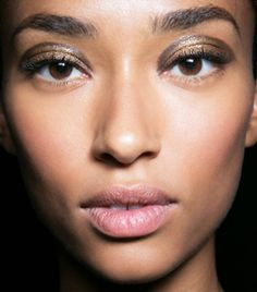 Here are six french makeup tips you need .to know about now if you want to rep that effortless, cool-girl look. Kiss Makeup, Glitter Makeup, Gorgeous Eyes, Gorgeous Makeup, Perfect Eyes, Makeup Tips, Beauty Makeup, Makeup Trends, Makeup Ideas