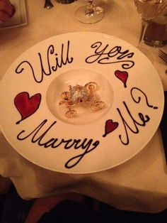Marriage proposal ideas, application in the restaurant, wedding, engagement - Hochzeit Cute Proposal Ideas, Romantic Proposal, Perfect Proposal, Surprise Proposal, Creative Proposal Ideas, Disney Engagement, Wedding Engagement, Engagement Ideas, Wedding Proposals