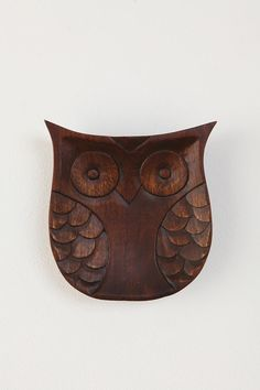 Wise idea. Sweet carved mango wood owl, richly stained and given plenty of detail. Comes ready to hang - but also perfect as an oversized catch-all!