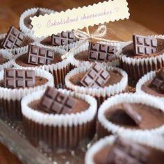 cheesecaky ze včerejší party 😊 #homemade #chocolate #cheesecake #minicheesecakes #cake #cokolada #chocoholic #cakestagram #instabake #baking #peceni #yummy #homebaker #homebaked #foodie #foodpic #foodphoto #foodlover #foodporn #foodgasm #czech #czechrepublic #avecplaisircz Mini Cheesecakes, Nutella, Place Card Holders, Food, Essen, Meals, Yemek, Eten