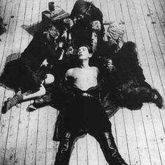 1976, MACBETH: Ian McKellen  (Macbeth)  on second visit with the three witches (Susan Dury, Judith Harte, Marie Keane)
