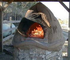 """LPS, """"Building """"Toastie,"""" Our First Wood-Fired Cob Oven"""""""