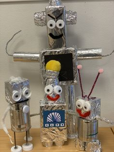 Craft Activities For Kids, Crafts For Kids, Recycling Projects For Kids, The Wild Robot, Recycled Robot, Easy Art For Kids, Preschool Arts And Crafts, Handprint Art, School Projects