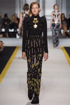 Giambattista Valli Fall 2015 Ready-to-Wear Fashion Show - Agnes Nieske