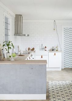 A very clean and simple kitchen. #kitchens #interiors