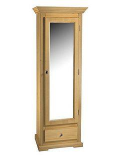 Ein gelungenes Willkommen für Sie und Ihre Gäste: im modernen Landhaus-Ambiente, mit einem Touch Romantik. Solide gearbeitet, aus massivem Fichtenholz, wahlweise weiß gewischt oder honigfarben gebeizt und lackiert. Ohne Dekoration. Hinter der Tür 6 Schuhstangen, für ca. 14-16 Paar Schuhe. Unten 1 Schublade. Ges.-H/B/T ca. 190/68/41 cm. Selbstmontage mit Aufbauanleitung. Mit Spiegeltür oder mit ...