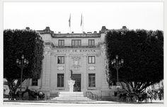https://flic.kr/p/WFghwm | Seville on film - Banco de España | Nikon F-801 Nikkor 35 -70mm f/3.3-4.5 Ilford HP5 Canon 9000f mark II  Spain Bank, 1925-1928, (Seville,Spain,Europe,Planet Earth). Architect Antonio LLanes del Río.