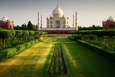 For Shah Jahan, the garden represented paradise as described in the Koran and thus featured abundant fruit trees and blooming plants.
