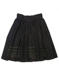 Harikae black skirt  With elastic band on the waist and two lateral pockets  Composition: 100% cotton  Made in Japan