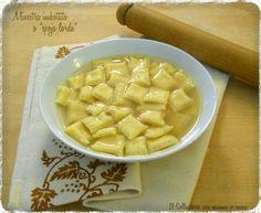 Minestra imbottita o spoja lorda è una pasta romagnola farcita con il ripieno dei cappelletti.