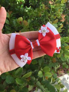 Hawaian hairbow por Dreamloveandbows en Etsy Hair Bow Tutorial, Fabric Flower Tutorial, Headband Tutorial, Princess Hair Bows, Girl Hair Bows, Ribbon Hair Bows, Ribbon Flower, Fabric Flowers, Disney Hair Bows