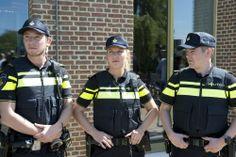 Mooi nieuw uniform voor Nederlandse #politie (juni 2014)