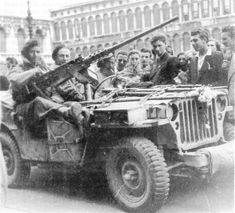 Hello, I live in France and I am interested in SAS LRDG and special forces items from I have a SAS jeep with blinded screens. Military Photos, Military History, British Armed Forces, Old Jeep, Man Of War, Military Modelling, British Army, Armored Vehicles, Special Forces