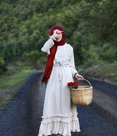 Ilan It is not a moment of happiness that makes life so beautiful, so livable. For the dress: @ eminos.butik d - Hijab Clothing Abaya Fashion, Modest Fashion, Fashion Dresses, Hijab Style, Hijab Chic, Muslim Dress, Hijab Dress, Estilo Abaya, Niqab