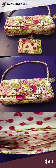 Auth Vera Bradley bundle purse Awesome 2 piece Vera Bradley bundle purse with credit card/ key fob Vera Bradley Bags Satchels