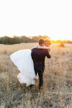 Romantic Wedding Photos - Love the use of the sunset in this chic photo. // Louise Vorster Photography