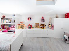 Child Bedroom White / Beige / Natural SPACEO Contemporary / Contemporary by madeprez Attic Spaces, White Beige, White Bedroom, Girl Room, Kids Bedroom, Corner Desk, Interior Decorating, Sweet Home, Kids Rugs