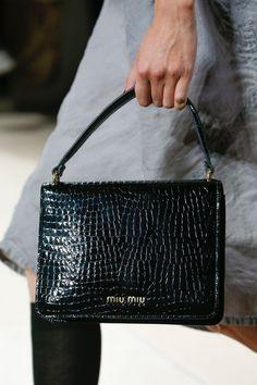 Miu Miu Spring 2019 Ready-to-Wear Collection - Vogue Tote Handbags, Miu 1351c1448f