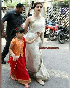 With daughter Aaradhya Bachchan Pakistani Dresses, Indian Dresses, Indian Outfits, Indian Sarees, Aaradhya Bachchan, Saree Wearing, Modern Saree, Saree Blouse Neck Designs, Bollywood