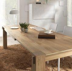table en bois massif extensible dans la salle à manger
