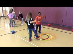 PE Games - Hula Hut Relays - An Awesome Teambuilding Game Pe Activities, Activity Games, Physical Activities, Gym Games, Camping Games, Sport Snacks, Crossfit Kids, Physical Education Lessons, Elementary Pe