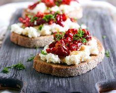 Toasts de ricotta aux tomate confites