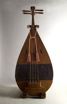 Gakubiwa (lute for Gagaku performance), 17th or 18th century