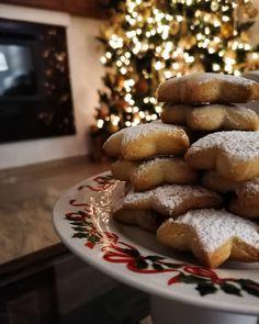 """4,388 """"Μου αρέσει!"""", 143 σχόλια - @mamatsita στο Instagram: """"Τα τελευταία 16 χρόνια, 25 Νοεμβρίου το σπίτι μας γεμίζει Χριστούγεννα. Όπως κάθε χρονιά λοιπόν…"""" French Toast, Sweets, Breakfast, Instagram, Food, Morning Coffee, Gummi Candy, Candy, Essen"""