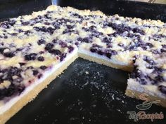 Simple cake with cottage cheese, blueberries and sprinkles - Blechkuchen Rezept Sweet Recipes, Cake Recipes, Good Food, Yummy Food, Czech Recipes, Food Snapchat, Sweet Cakes, Healthy Baking, Blueberry Cake