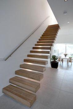Geweldige houten trap. Woonhuis in Loenen aan de Vecht by Vocus. #stairs #architecture