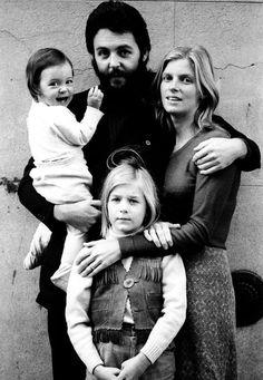 Paul McCartney, Linda Eastman-McCartney, and their children