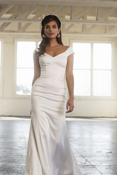 Sarah Seven — Heart Aflutter Bridal Boutique There are different rumors about the history of the wedding dress; Sarah Seven Wedding Dresses, Chic Wedding Dresses, Wedding Gowns, Sarah Seven Bridal, Wedding Frocks, Couture Dresses, Dresses Dresses, Fashion Dresses, Dream Wedding