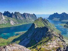 Helvetestind  //  #lofoten #moskenes #hamnøy #reinefjord #reinefjorden #reinefjordensjøhus #luxury #highend #luxuryvacation #accommodation #rorbu #rorbuer #hiking #mountains