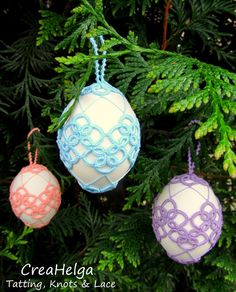 Christmas Art, Christmas Bulbs, Easter Eggs, Tatting, Holiday Decor, Fabric, Crafts, Christmas Baubles, Stitches