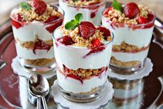 How to Make Strawberry Cheesecake Parfaits! Here we have a perfect dessert, refreshing and irresistible for all of us. Looks so good and easy to make! Can be a great dessert for brunch or any meal! Just Desserts, Delicious Desserts, Dessert Recipes, Yummy Food, Baking Recipes, Strawberry Parfait, Strawberry Cheesecake, Yogurt Parfait, Fruit Yogurt