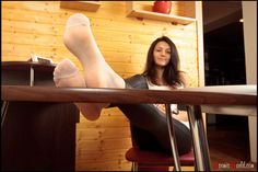 noemisworld.com: Sexy Female Feet - High Arches -  Perfectly Shaped Soles - Sexy Foot Models - Big Feet - Feet in Nylons - Feet in Socks - Pedicured Toenails - Noemi's World
