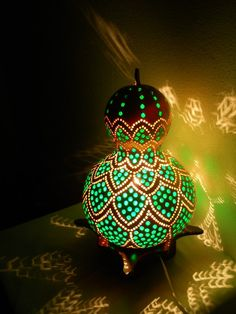 Gourd lamp - take away the lamp function and paint instead or drilling Deco Fruit, Gourd Lamp, Painted Gourds, Arts And Crafts, Diy Crafts, Nature Crafts, Art Plastique, Dremel, Amazing Art