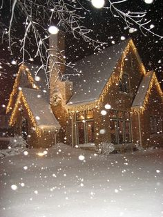 Picture from last winter. However a white Christmas is always nice. Christmas Scenes, Noel Christmas, Little Christmas, Winter Christmas, Christmas Lights, Christmas Decorations, Winter Snow, Christmas Houses, Holiday Lights