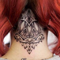 35 Awesome Back of the Neck Tattoo Designs - Way To The Mind - Best Tattoos Tattoo Nape, Undercut Tattoos, Tattoo Platzierung, Scalp Tattoo, Tattoo Shading, Head Tattoos, Back Tattoos, Finger Tattoos, Sleeve Tattoos For Women