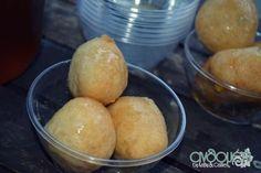 loukoumades_me_meli_1 Hamburger, Food And Drink, Bread, Vegetables, Vegetable Recipes, Hamburgers, Veggie Food, Bakeries, Breads