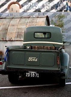 Ford pick up Old Ford Trucks, Old Pickup Trucks, Lifted Trucks, Fiat 600, Classic Trucks, Classic Cars, Old Fords, Us Cars, Vintage Trucks