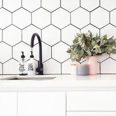 Kitchen Upgrades, Kitchen Reno, Kitchen Backsplash, Kitchen Remodel, Kitchen Design, Kitchen Ideas, Hexagone Tile, Hipster Kitchen, Black Grout