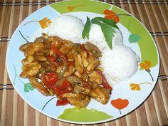 Omyté a očištěné maso pokrájíme na nudličky a dáme do misky, posypeme kořením na čínu, pepřem, zázvorem a zasypeme škrobem. Vše promícháme, aby… Chili, Curry, Meat, Chicken, Ethnic Recipes, Food, Drinks, Red Peppers, Cooking