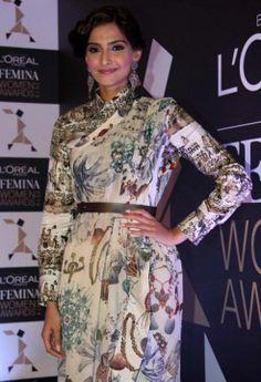 L`Oreal Paris Femina Women Awards 2014 - Sonam Kapoor Fan
