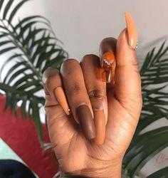 20 Fall Nail Art Designs: Ideas that look Amazing on Every Nail Shape Holiday Nail Designs, Fall Nail Art Designs, Cute Nail Designs, Holiday Nails, Matte Nails, Gel Nails, Acrylic Nails, Pumpkin Nail Art, Diamond Nails