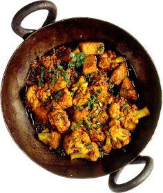Det här är en mild god indisk grönsaksrätt. En god lunch eller lättare middagsrätt. Servera indiskt bröd till. Den passar även perfekt som tillbehör till vilken het curry som helst.