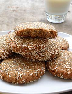 Вкуснотека: Бисквитки със сусамов тахан и сусам